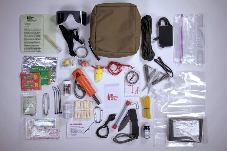 WHAT TO LOOK FOR IN A SURVIVAL KIT