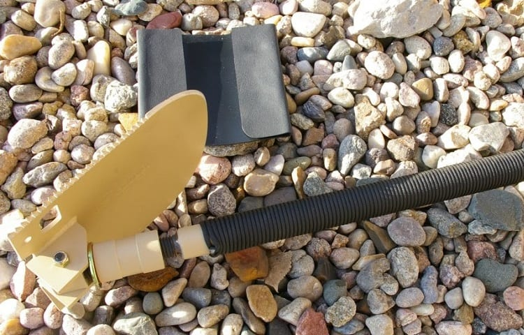 WHAT TO LOOK FOR IN A SURVIVAL SHOVEL