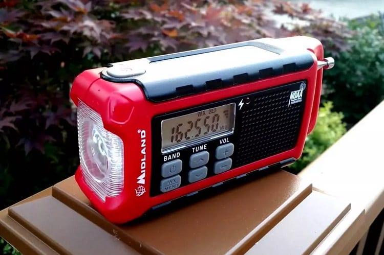 HOW DO I CHOOSE AN EMERGENCY RADIO?