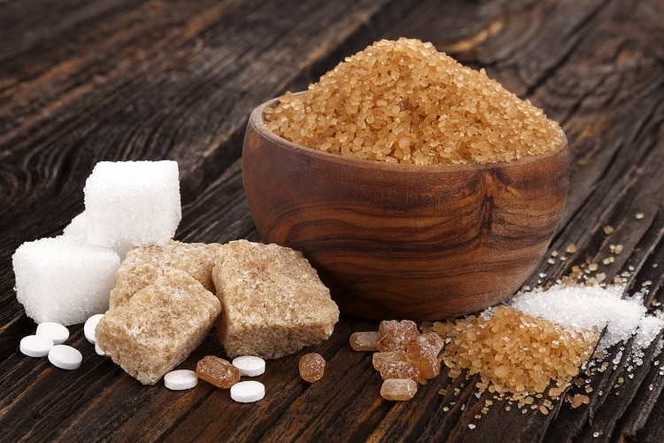 difference between brown and white sugar